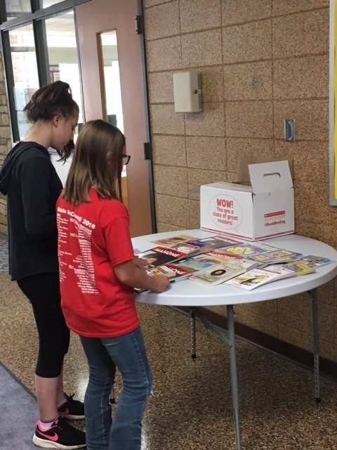 Students choosing books